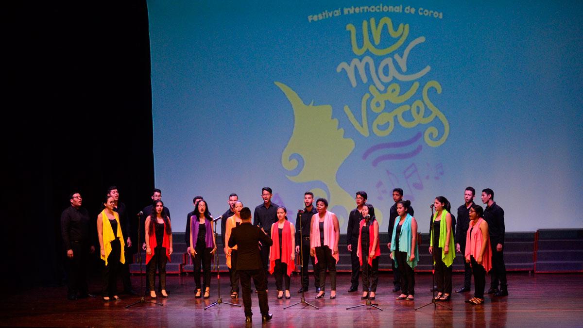 Resultado de imagen para Fiesta de coros en Barranquilla, homenaje a Alberto Carbonell